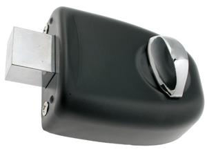 Vi anbefaler at få ekstra lås til hjemmet. Dette er med til at øge sikkerheden i dit hjem