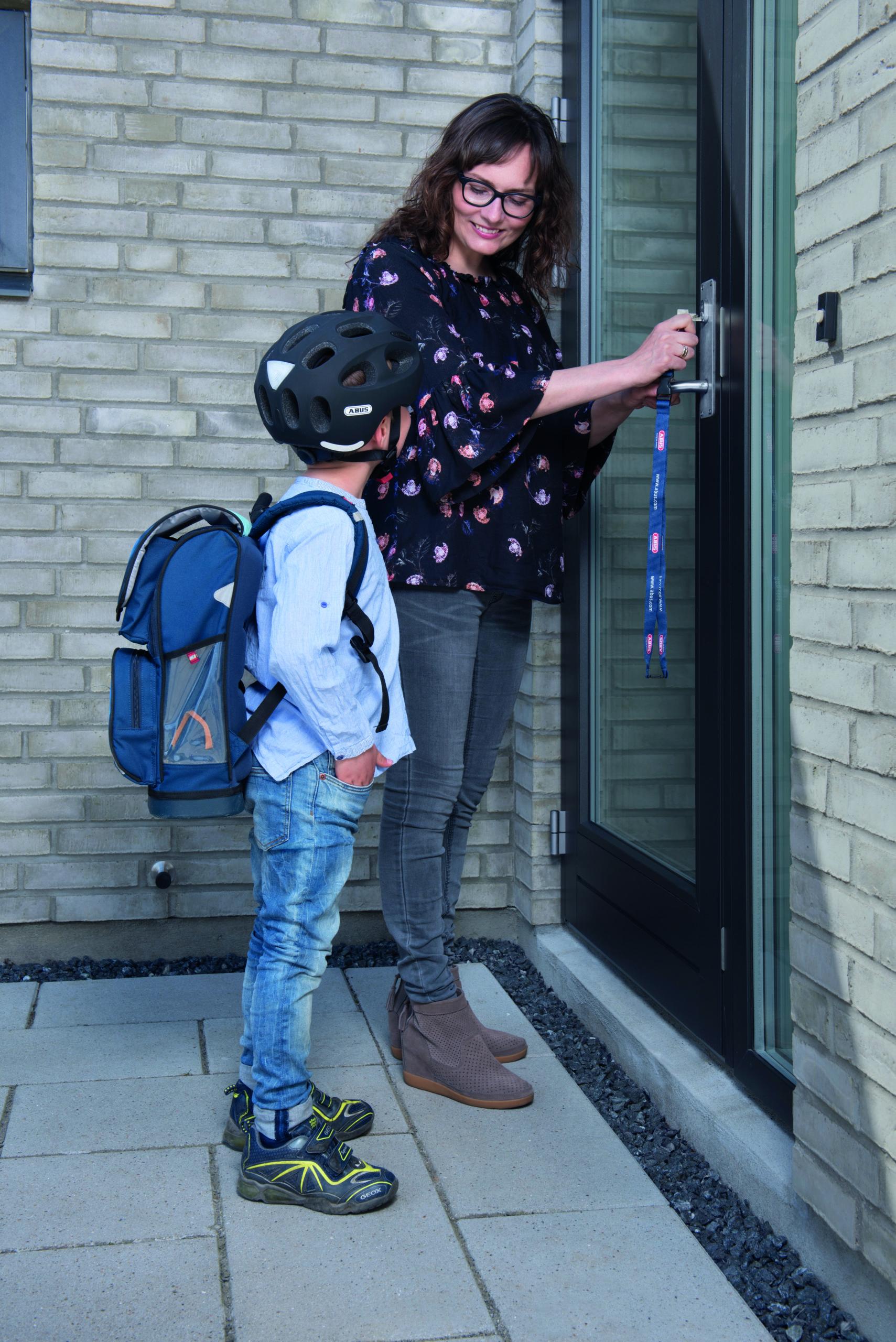 Vi tilbyder en bred vifte af produkter til dit hjem, så du kan føle dig tryg, når du forlader det.